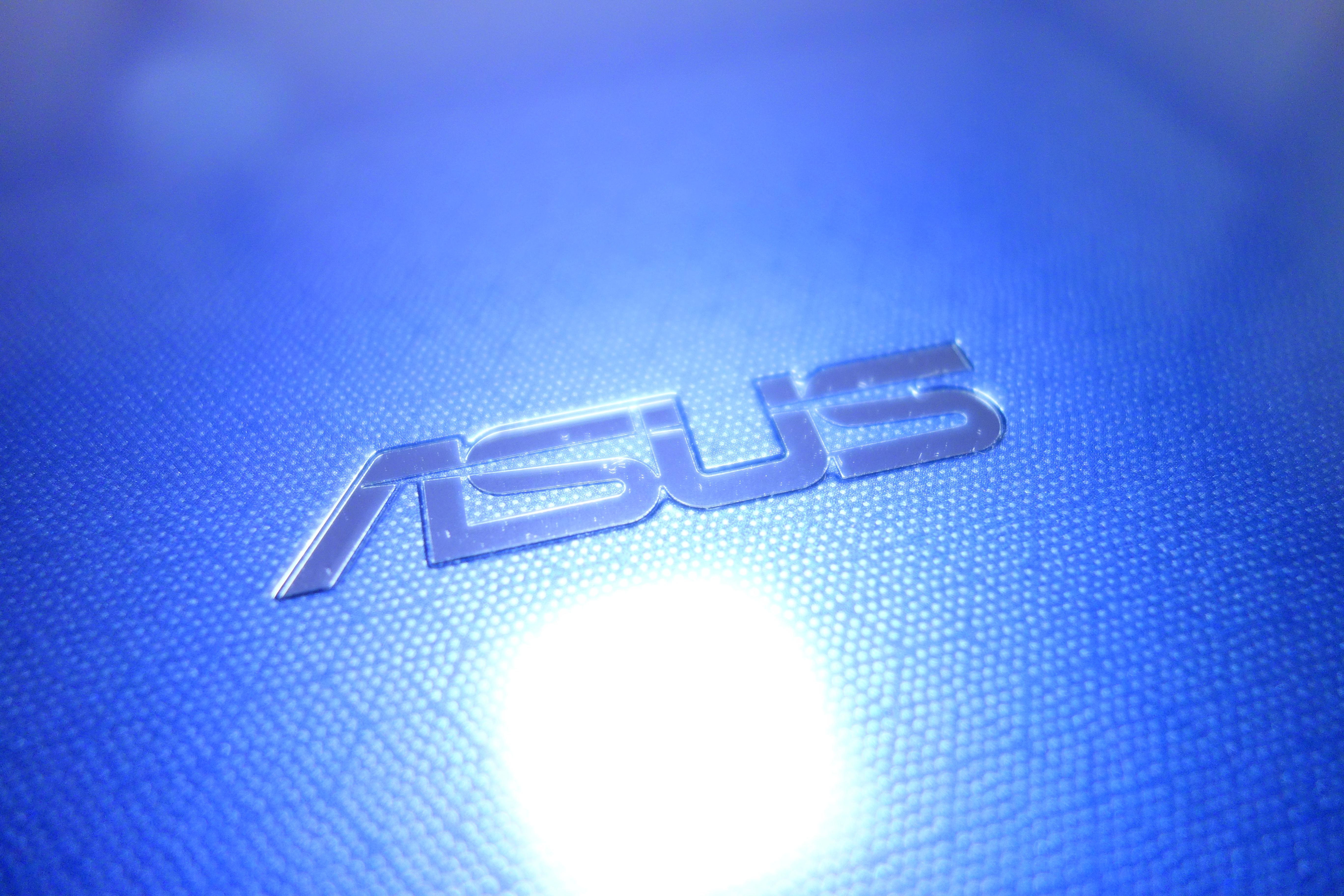 ASUS VivoBook E203NA カフェ 作業